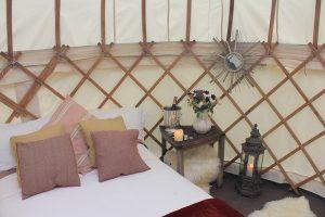 Yorkshire-Yurts-14ft-Honeymoon-yurt-internal-1